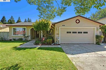 Photo of 7251 S Valley Trails Dr, PLEASANTON, CA 94588
